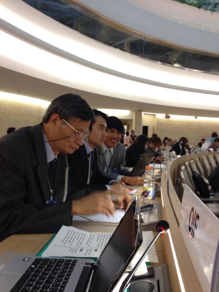 Phái đoàn của các tổ chức XHDS độc lập tại phiên kiểm điểm của Việt Nam 2014. Ảnh Facebook Vietnam UPR - UPR-2014-2 Cơ chế kiểm điểm nhân quyền UPR của LHQ là dành cho mỗi chúng ta`